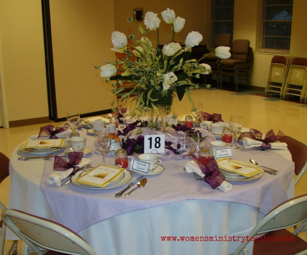white flowers table