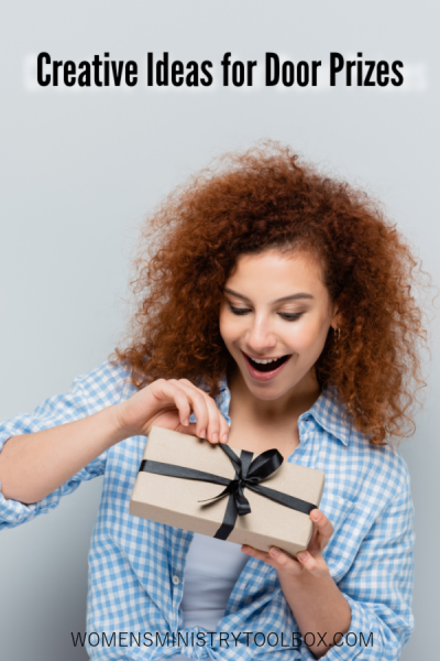 Are you looking for some creative ideas for door prizes? This post is packed with creative ways to give away door prizes and creative door prize gift ideas!